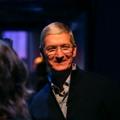 애플 팀 쿡 CEO, 아이폰 X은 999달러가 적정 가격이라고 주장