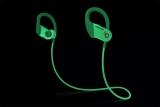 비츠(Beats), 엠부쉬와 콜라보한 야광 파워비츠 이어폰 출시